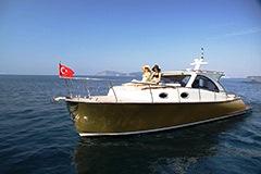 Катера и яхты в Турции на сайте Yahtastambul.com С нашей помощью легко купить катер или моторные яхты в Стамбуле легко. Купить яхту Энджел Фэмили в Турции. Анджел Фэмили это моторная яхта которая входит в класс маленьких яхт длинной до 10 метров.