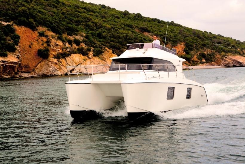 Купить катамаран яхту в Турции. Сайт Яхтастамбул.цом представляет Вам возможность купить Яхту Катамаран в Стамбуле по приемлимой цене. Катамаран имеет флайбридж площадью в 15 квадратных метров.